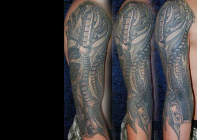 Biomechanic Cover up Tattoo von einem verhunzten Biomechanik Tattoo