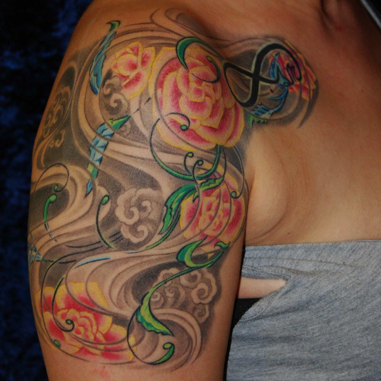 japanische Blume Begonie Tattoo mit Wind und Ornament München