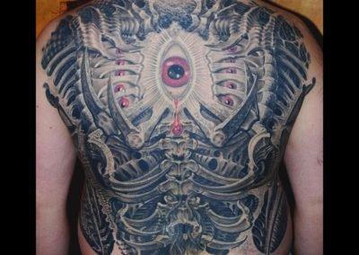 Biomechanischer Rücken Tattoo