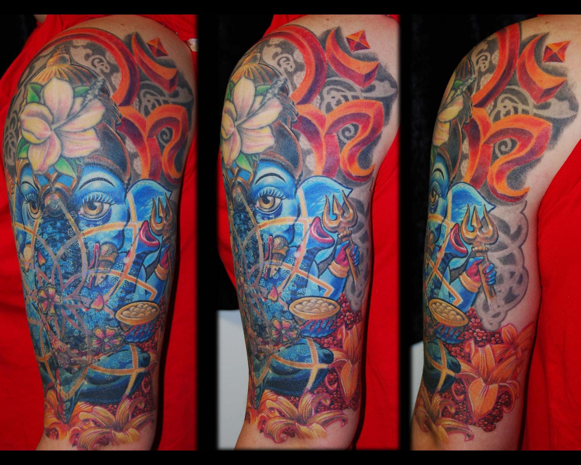 Ganesha Cover up Tattoo Überdeckung Blumen Ornament Dotwork München Spezialität