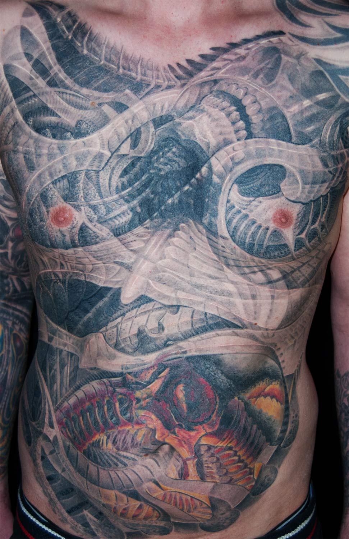 Hakenkreuz Überdeckung Cover up Tattoo Biomechanik München Profi Spezialist