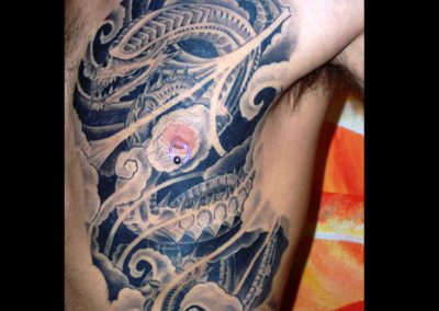 Biomechanik Drache in japanischer Sauce Tattoo