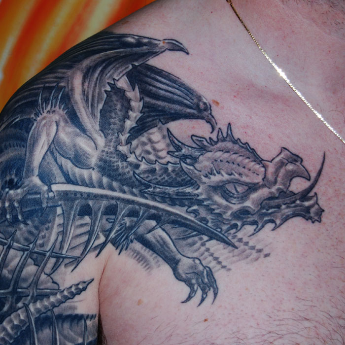 biomechanik drache cover up tattoo hits for life tattoo m nchen. Black Bedroom Furniture Sets. Home Design Ideas
