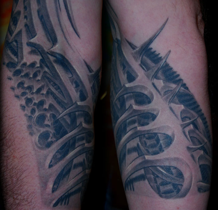 Biomechanik Drache Cover-up Tattoo
