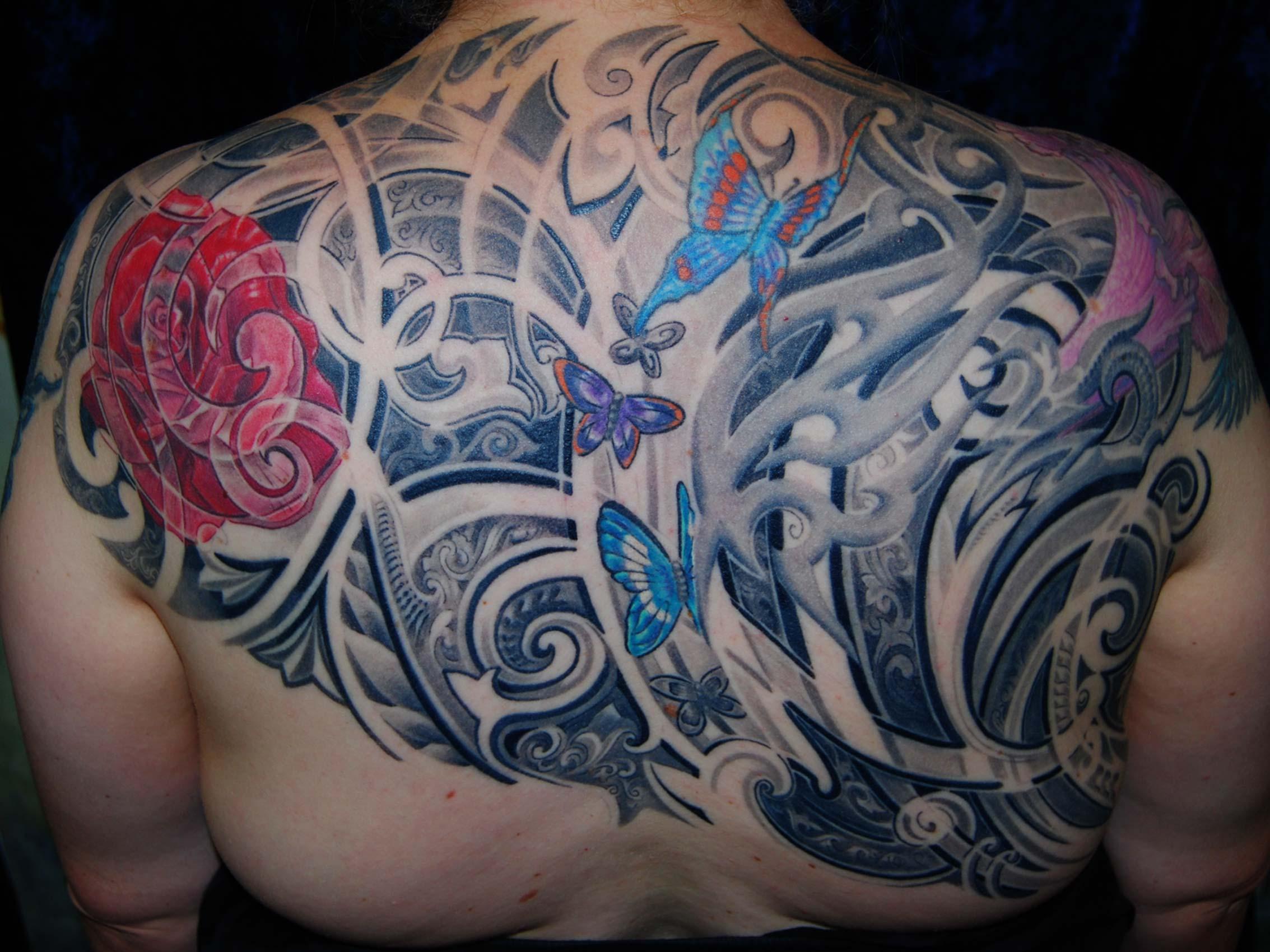 Ornament-Tribal-Floral-Schmetterling-Backpiece-Tattoo-Muenchen