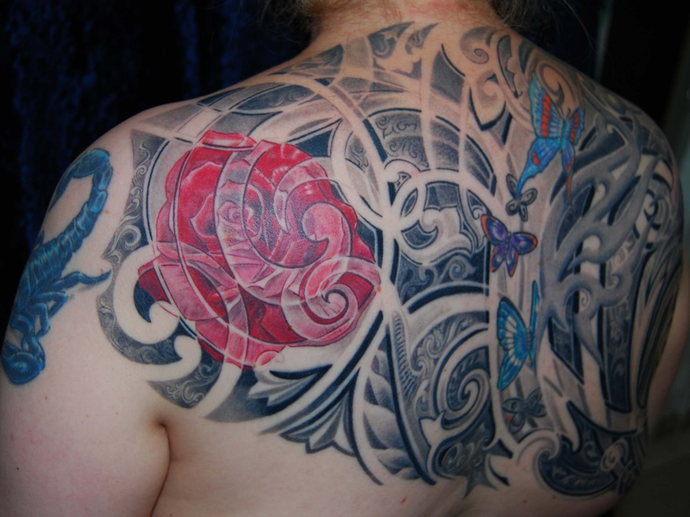 Ornament Tribal Floral Schmetterling Blumen Backpiece Tattoo