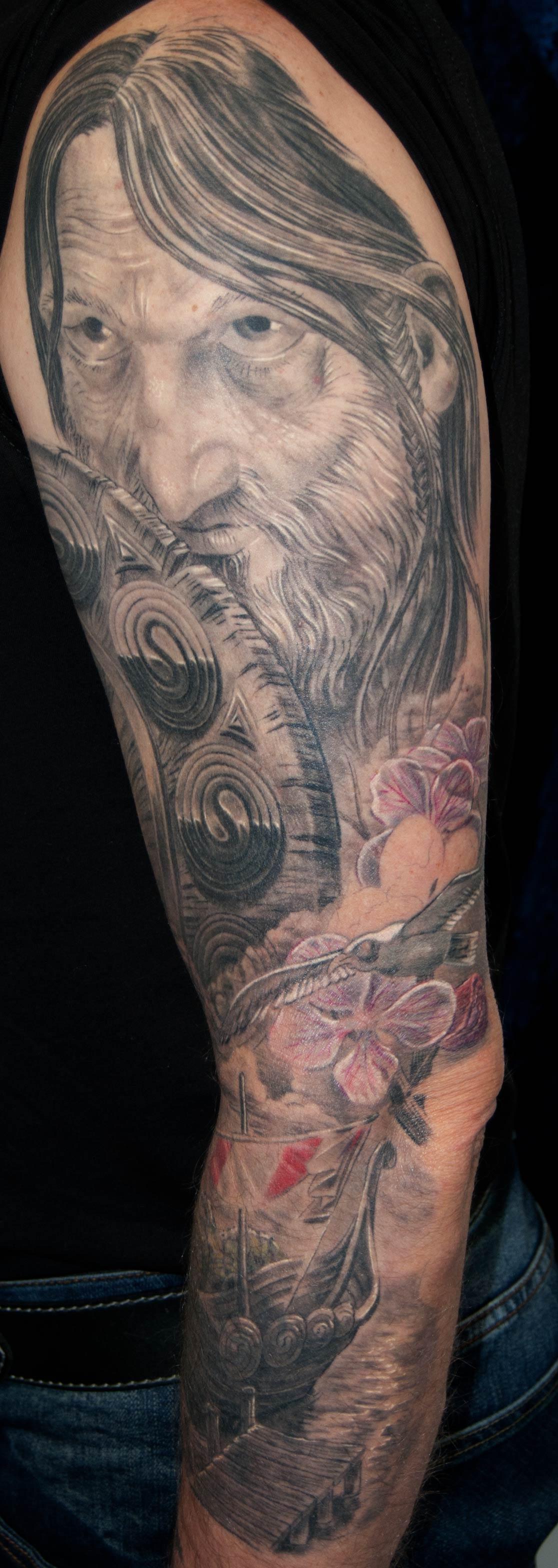 Wikinger Tattoo mit Apfelblüten , Drachenboot, Möwe; München