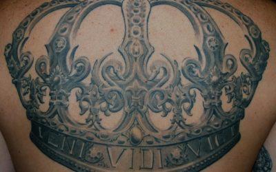 shit for life hits for life raul München Bayern Deutschland, Biomechanik, asiatische Tattoo, Trash Polka, Black und Grey, Überdeckung Cover Up Spezialist Krone König