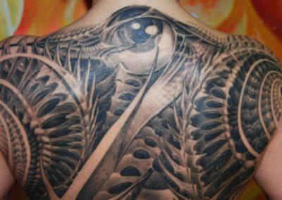 Biomechanik Rücken Spirale Tattoo