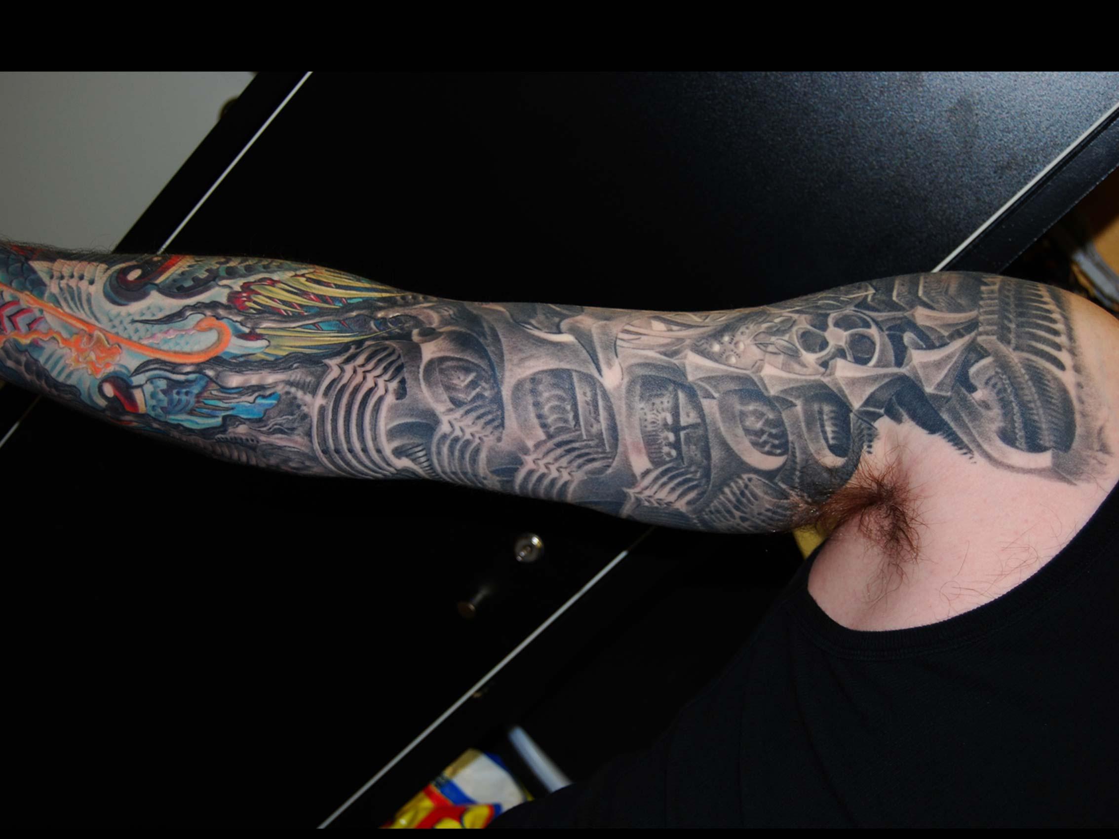 biomechanik-tattoo-innenarm-Tattoo-Muenchen