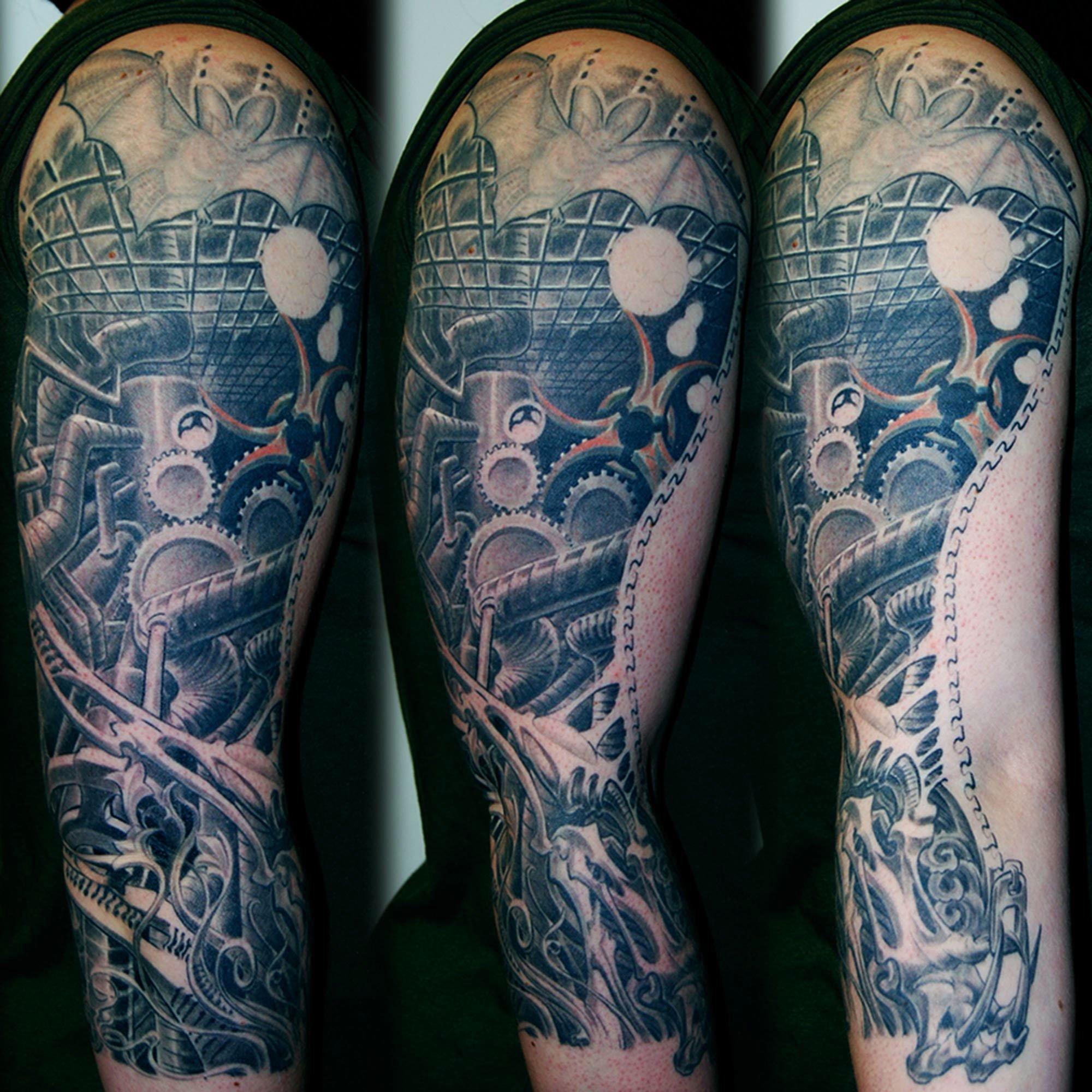 Biomechnik Tattoo mit Fabrik Szene München