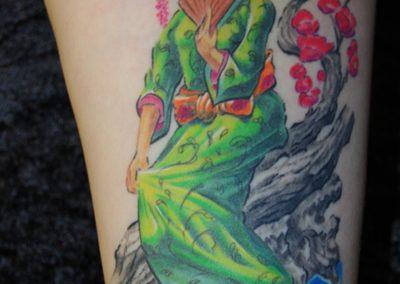 japanische Geisha mit Kirschblüten Tattoo