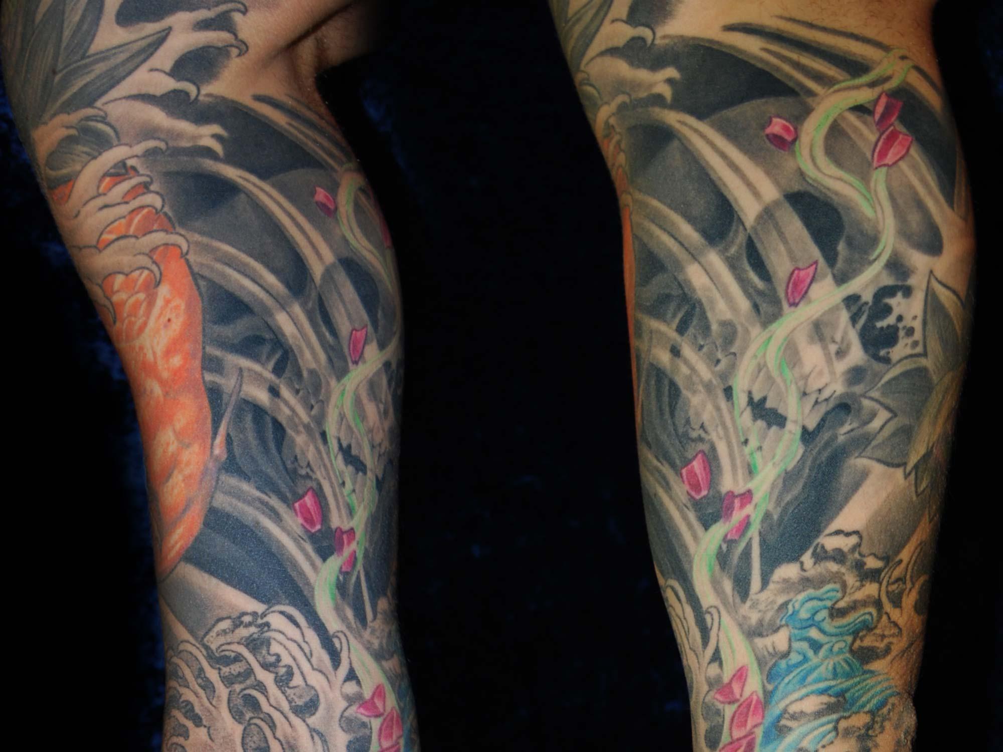 japan-sleeve-tattoo-mit-koi-und-totenschädel