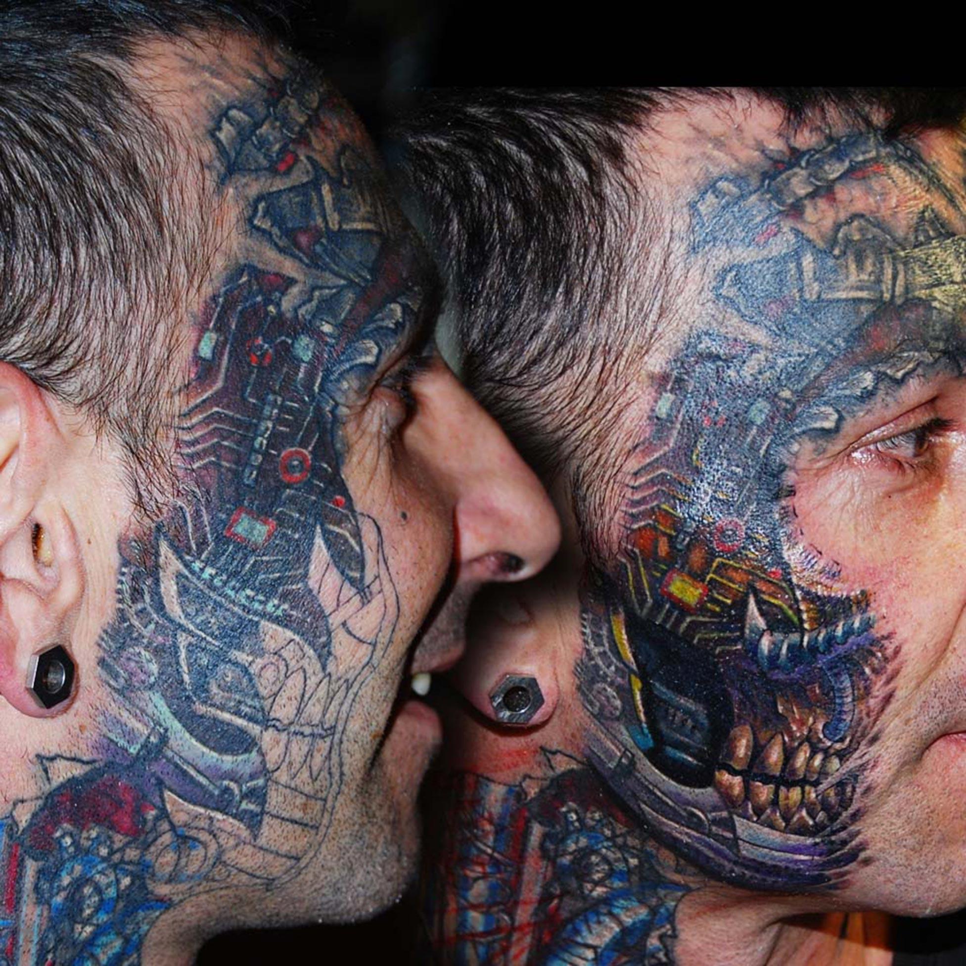 Biomechanik Gesichts Tattoo Coverup Überdeckung Raul Hits for Life Tattoo
