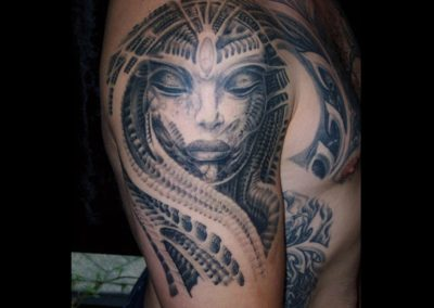 H.R.Giger Biomechanik Frau Portrait Tattoo