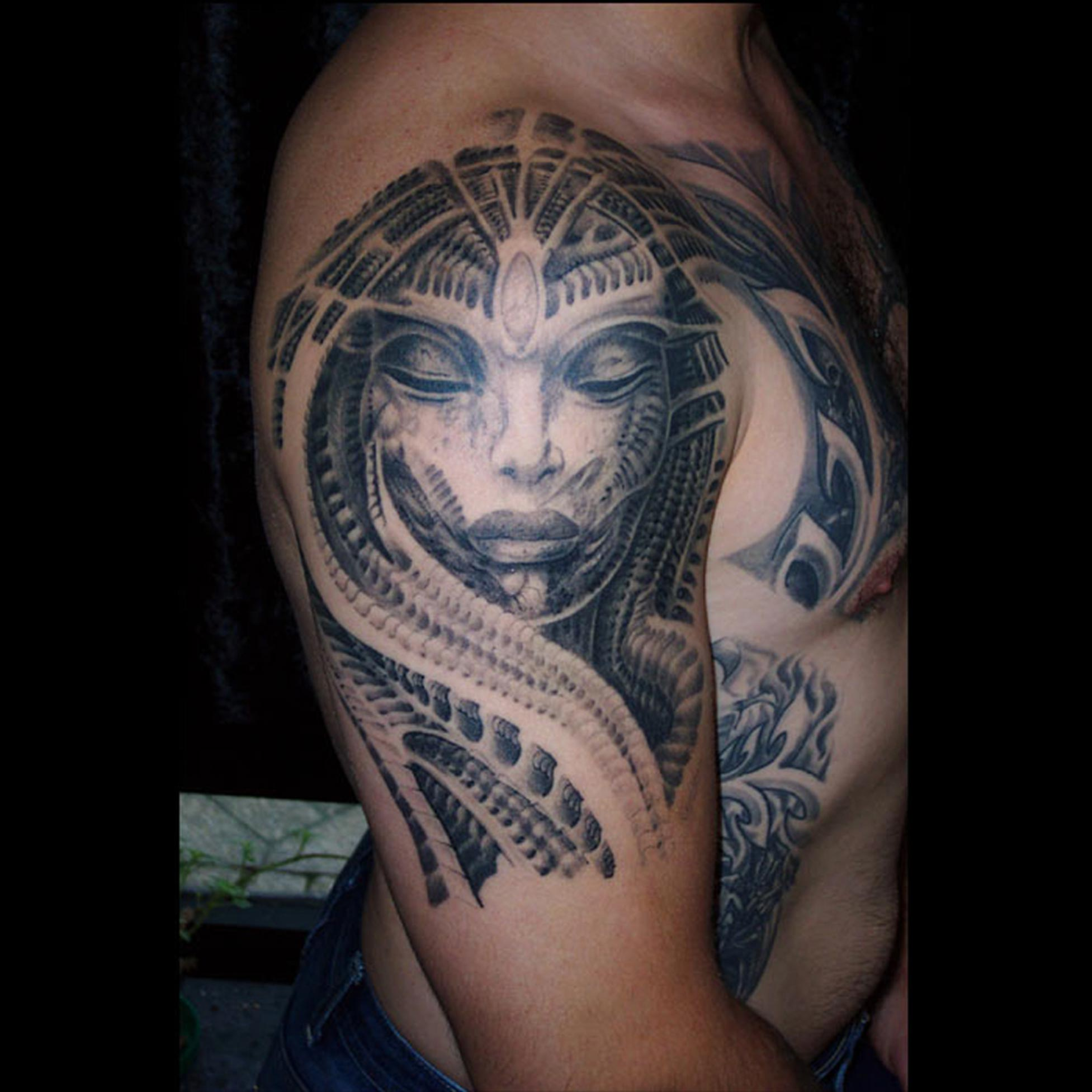 H R Giger Biomechanik Frau Portrait Tattoo Hits For Life Tattoo
